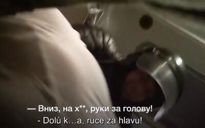 VIDEO: Nahlédni do běloruského policejního antonu v kůži brutálně zadrženého člověka.