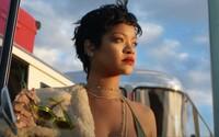 VIDEO: Okouzlující Rihanna ovládla reklamu na luxusní cestovní kufry. Sekundují jí Roger Federer i LeBron James