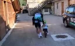 VIDEO: Peťovi Saganovi rastie pod rukami malý cyklista
