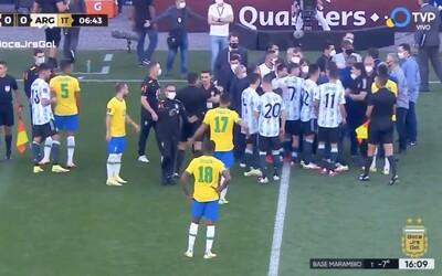 VIDEO: Polícia zadržala 4 futbalistov Argentíny počas zápasu s Brazíliou za nedodržanie protikoronavírusových opatrení