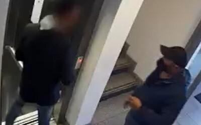 VIDEO: Polícia zverejnila nové zábery zlodejov z bytu Dominiky Cibulkovej. Takto si obzerali okolie deň pred lúpežou