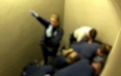 Video: Při brutálním zákroku proti Slovákovi policistka hajlovala. Na hrudní koš mu tlačili zhruba 18 minut, den na to zemřel
