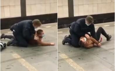 VIDEO: Revízor v Prahe povalil ženu na zem a vykrútil jej ruku, pretože chcela utiecť. Nemala platný lístok