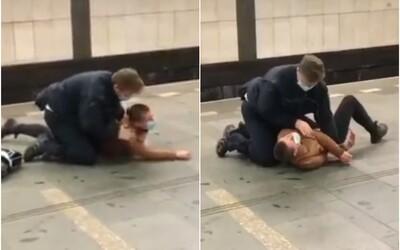 VIDEO: Revizor v Praze povalil ženu na zem a kroutil jí rukou, protože chtěla utéct. Neměla platnou jízdenku