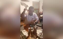 VIDEO: Romové z Liberce nabádali k pobodání Okamury. Prý šlo o srandu, policie je vyšetřuje.