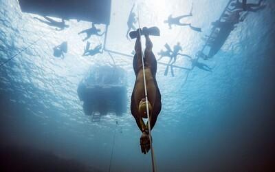 VIDEO: Rusovi sa na jeden nádych podarilo ponoriť až do hĺbky 131 metrov. Za necelých 5 minút zdolal svetový rekord