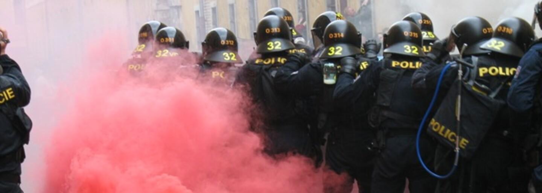 VIDEO: Skupina fotbalových fanoušků v Uherském Hradišti lynčovala policejní hlídku