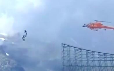 VIDEO: Sleduj, jak Tom Cruise skočil s motorkou z útesu