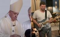 VIDEO: Slováci vytvorili hymnu pre pápeža s vlastným klipom. Nechýba gitarová sólovka a chválenie Ježiša