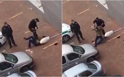 VIDEO: Slovenský policajt brutálne zbil mladíka na zemi. Uštedril mu rany päsťou, kopance a postavil sa mu na brucho