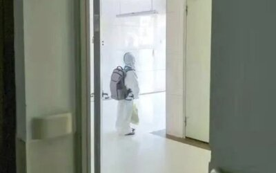 VIDEO: Štvorročný chlapček musel ísť do karantény bez svojich rodičov. Takáto je cena za nulovú toleranciu nákazy v Číne