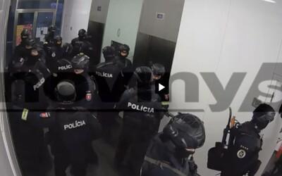 VIDEO: Takto najely desítky ozbrojených zakuklenců do Haščákovy Penty
