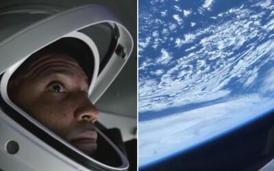 Video: Takto vyzerá pohľad z ISS na Zem. Prvé zábery z vesmíru od astronauta Victora Glovera