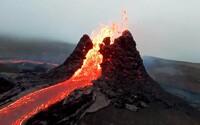 VIDEO: Takto vyzerá výbuch sopky na Islande zo vzdialenosti pár centimetrov. Láva takmer pohltila dron