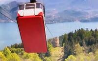 VIDEO: Unikli desivé zábery z pádu lanovky v Taliansku. Nehodu prežil len 5-ročný chlapček