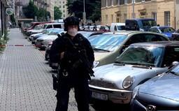 VIDEO: V centru Prahy se střílelo. Pracovnici úřadu práce mohl postřelit šedesátník, který je hledaný za poleptání ženy chemikálií