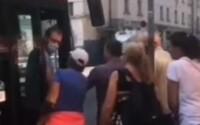 """VIDEO: """"Vytiahneme ťa z trolejbusu a dostaneš na p*ču,"""" vyhrážal sa muž bez rúška vodičovi MHD"""