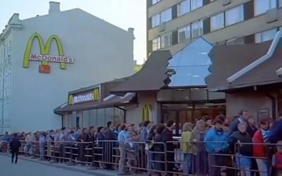 Video z otvárania prvého McDonald's v Sovietskom zväze! Na Big Mac čakali hodiny