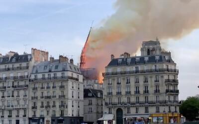 Video zachycuje moment, kdy se zřítila nejvyšší věž katedrály Notre Dame