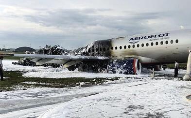 Video zachytáva hrozivé momenty počas núdzového pristátia priamo v lietadle: Zahynulo 41 zo 78 ľudí na palube