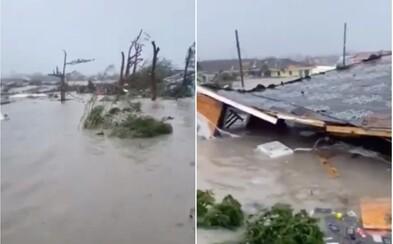 """Video zachytáva zdevastovaný ostrov po hurikáne Dorian. """"Mám šťastie, že mi ostala polovica domu,"""" popisuje obyvateľ"""