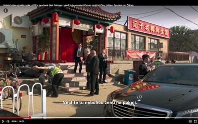 Video Zemana, jak obdarovává čínskou stařenku, je falešné. Roztomilý fake, řekl Ovčáček