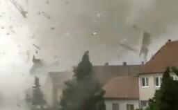 VIDEO: Žena natáčela tornádo na Moravě i v době, kdy ničilo její vlastní dům