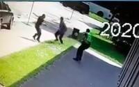VIDEO: Zverejnili záznam, ktorý zachytáva ako dvaja mladí policajti spacifikovali útočníka z Vrútok