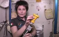 Viete, ako sa používa záchod na Medzinárodnej vesmírnej stanici?