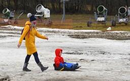 Víkend přinese prudké ochlazení. Do Česka se vrátí i sněhové přeháňky