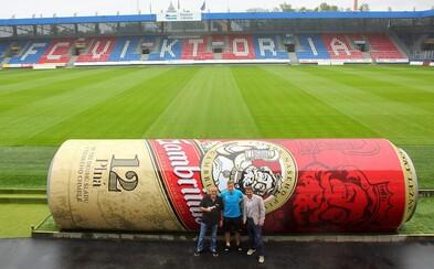 Viktoria Plzeň baví fotbalový svět. Střídačky na jejich stadionu jsou ve tvaru plechovky od piva