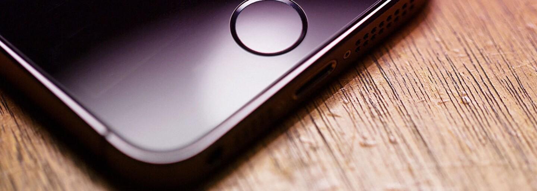 Víme, jak bude vypadat čtyřpalcový iPhone 5se. Jeho přesnou podobu odhalily uniklé rendery