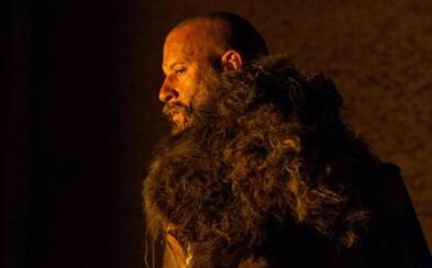 Vin Diesel navštívil s krvavým mečom tajomný fantasy svet ako Posledný lovec čarodejníc