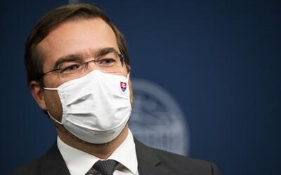 Vláda hľadá 20-tisíc zdravotníkov na celoplošné testovanie. Odbery bude robiť aj minister Krajčí