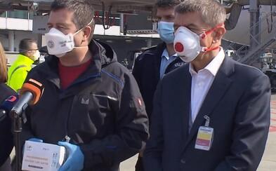 Vláda prodloužila omezení volného pohybu do 11. dubna, vedení krizového štábu převzal Hamáček