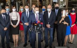 Vláda si vytvorila tajný zoznam svojich nepohodlných poslancov. Tento nás kritizoval 21-krát, tamten 18-krát, píše sa v ňom