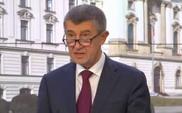 Vláda vyhlásila zákaz volného pohybu osob v Česku. Když kvůli vám někdo umře, budete si to celý život vyčítat, varoval Hamáček