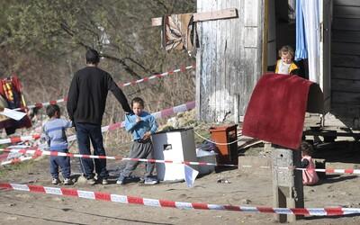Vláda začne s testovaním v rómskych osadách. Matovič sa obáva nekontrolovateľného šírenia koronavírusu