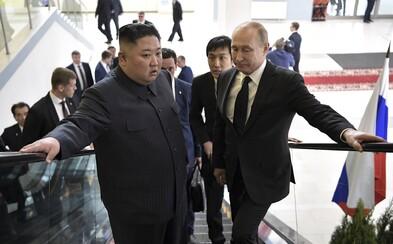 Vladimir Putin vyznamenal severokorejského diktátora Kim Čong-una