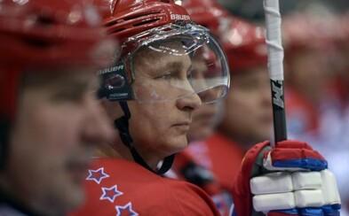 Vladimír Putin opäť zatienil veľké hokejové legendy v tradičnom exhibičnom zápase