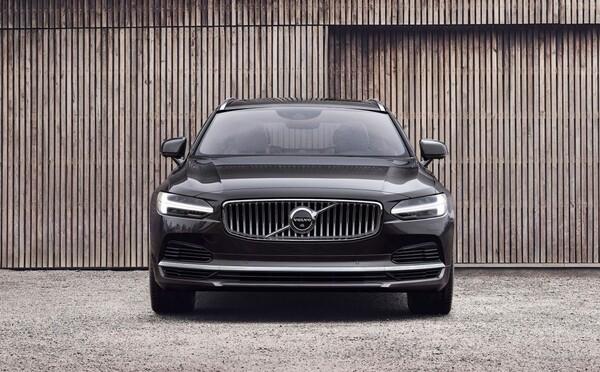 Vlajková loď značky Volvo dostala svěží facelift a mild-hybridní techniku