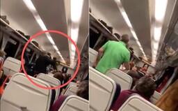 Vlakvedoucí surově zmlátil obuškem cestujícího, prý mu nešla načíst InKarta. České dráhy ho stáhly ze služby