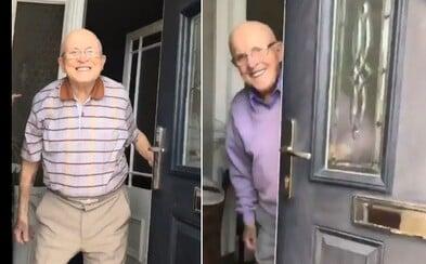Vnučka natáčí roztomilé reakce svého 87letého dědečka vždy, když ho přijde navštívit. Už 600 tisíc lidí si je zamilovalo