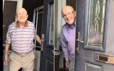 Vnučka natáča roztomilé reakcie svojho 87-ročného dedka vždy, keď ho príde navštíviť. Už 600-tisíc ľudí si ich zamilovalo