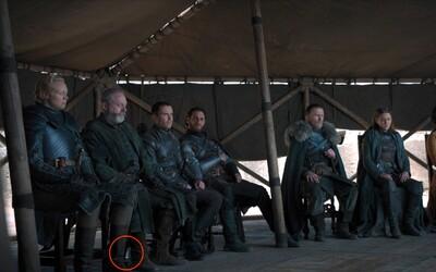 Vo finále Game of Thrones hviezdili plastové fľaše, ktoré zabudli ukryť. Po Starbuckse sme sa dočkali ďalšieho trapasu