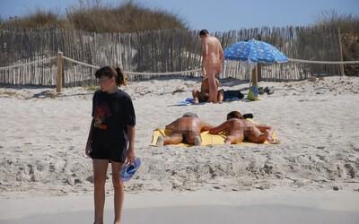Vo Francúzsku sa koronavírus šíri v nudistickom plážovom letovisku. Pozitívnych je už vyše 100 naháčov