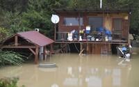 Vo viacerých okresoch Slovenska môžu vzniknúť povodne, varuje SHMÚ