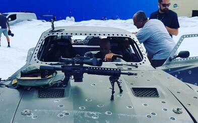 Vo videách z natáčania Fast & Furious 8 sa okrem obrnených áut predvádza aj Tormund z Game of Thrones
