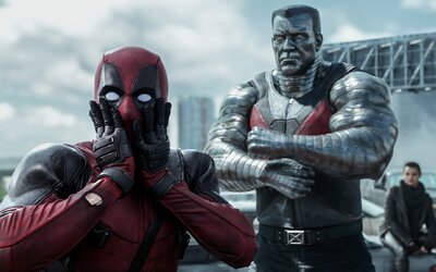 Vo vystrihnutej scéne z filmu Deadpool skutočne umiera... a prebúdza sa zabalený v márnici