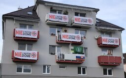 Vo Zvolene sa obyvatelia domu vzbúrili proti miestnym kotlebovcom, pridala sa už takmer celá bytovka